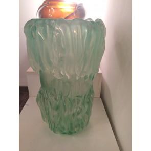 Vase artisanal typique de la production artisanale de Murano