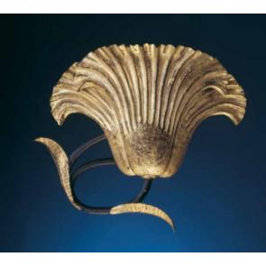 Applique florentine en forme de coquille en fer forgé rehaussé d'or fin.
