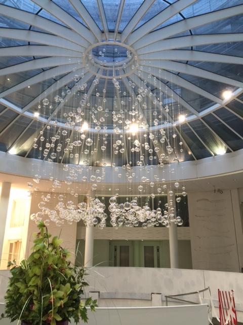 Lustre en bulles de verre de Murano pour le centre d'affaire Etoile Saint Honoré à Paris