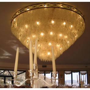 Plafonnier fontaine de lumière à bordure de fer forgé et pendeloques de cristal