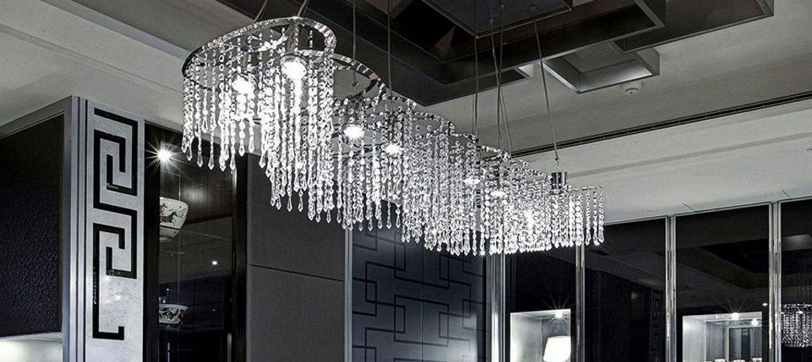 les artisans du lustre fabrication et vente de lustres de cristal ou en swarovski et lustres. Black Bedroom Furniture Sets. Home Design Ideas